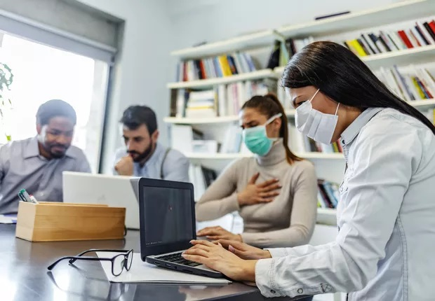 Três níveis em que a gestão pode ajudar a enfrentar o coronavírus  (Foto: ljubaphoto via Getty Images)